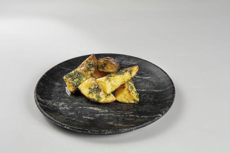 Batata assada com ervas e especiarias - 100 g