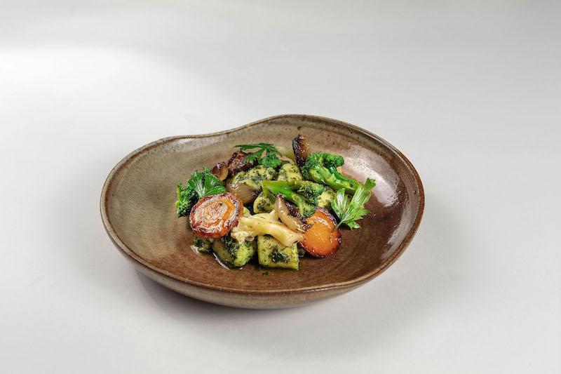 Nhoque de batata, pesto de ervas e mix de vegetais grelhados - 380 g